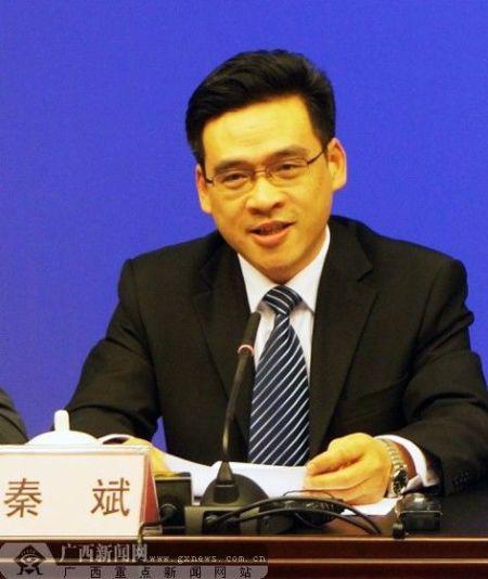 自治区高校工委书记、教育厅厅长秦斌在新闻发布会上介绍相关情况。广西新闻网记者 伍永志摄