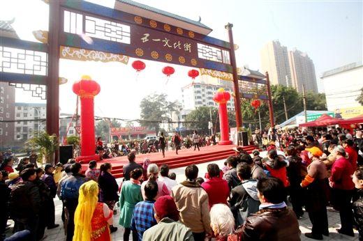 南宁市五一路文化街的活动现场人山人海