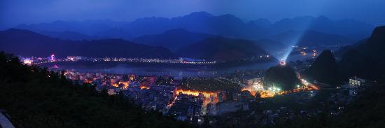 天峨县城夜景。