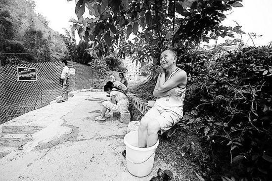 广西巴马瑶族自治县长寿老人比例很高,全县27万人中,百岁以上的长寿老人有82人。