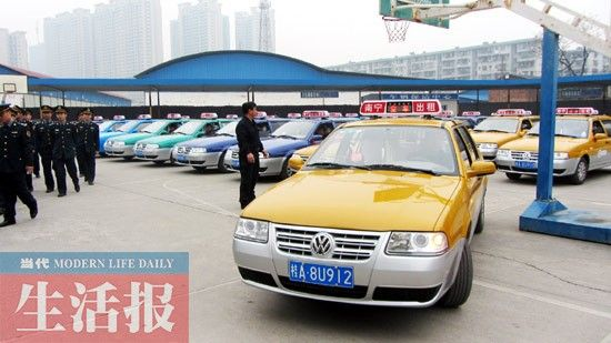 """""""喝油吸气""""新出租车。"""