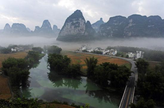 明仕田园云雾缭绕的样子 图片来源:新浪博客光追影子