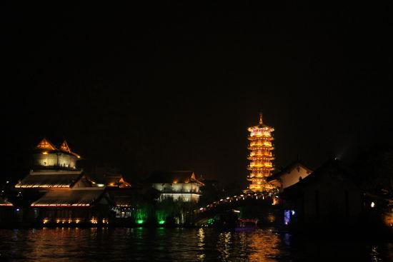 桂林两江四湖夜景(图:新浪广西)