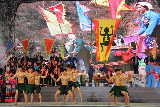 2014年广西天峨红水河文化旅游节开幕盛况(图:新浪广西)