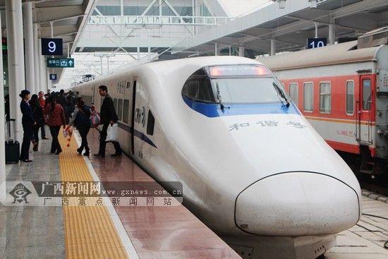 2月15日,南宁铁路局将临时加开一趟桂林至南宁动车组列车。广西新闻网记者 杨郑宝 摄