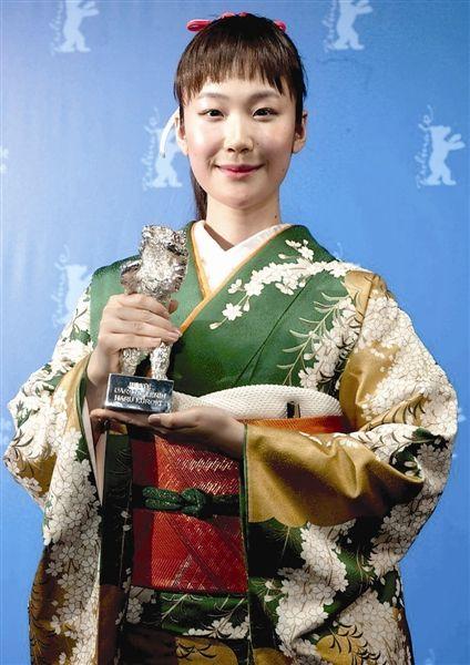 日本演员黑木华斩获最佳女演员银熊奖(新华社发)