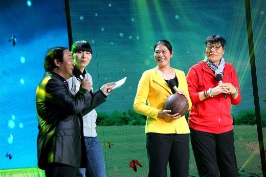 从左至右依次为牛群、陈楠、黄红熙和郑海霞