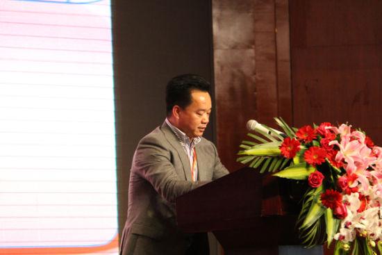 (图一)南宁北海商会第一届会长劳佳达发表讲话