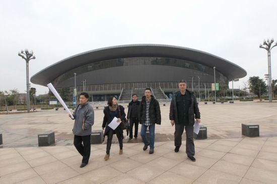 3月4日,专家组一行在南宁市相关部门的陪同下在广西体育中心考察。