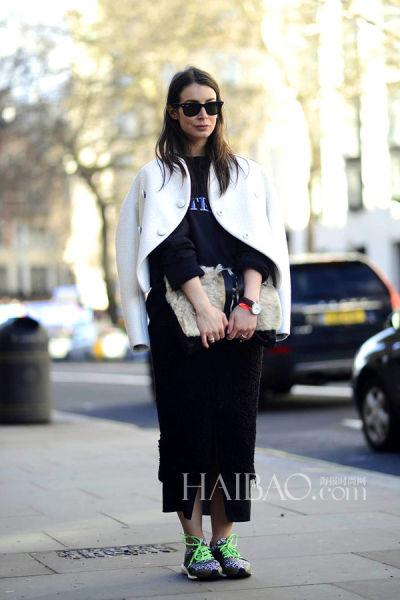 时尚博主Irina Lakicevic街拍示范Acne Studios黑色拼纱半裙