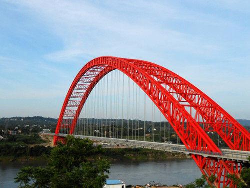 泸渝高速公路波司登大桥。图片来源:广西新闻网