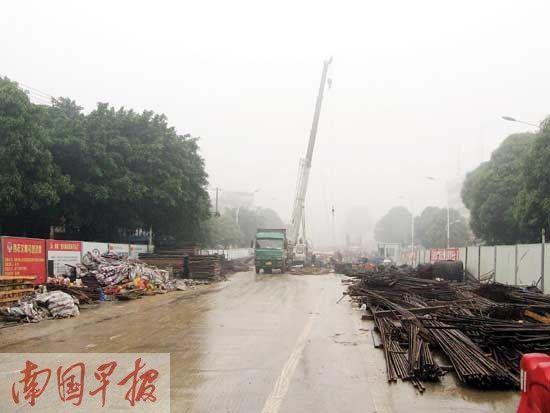 长堽路与厢竹大道相交处,长堽-厢竹立交正在施工。图片来源:南国早报