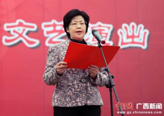 图为中共河池市委常委、宣传部部长、副市长黎丽致辞。中新社记者黄艳梅 摄