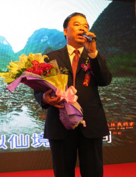 欧阳林现场献唱《美丽的桂林我的家》