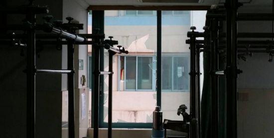 病房玻璃窗被砸烂。南国早报记者 周如雨 摄