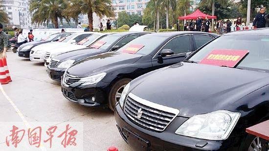 警方缴获作案用的中高档汽车。