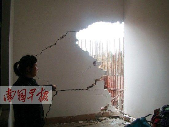 罗女士房屋的墙体已倒塌。图片来源:南国早报