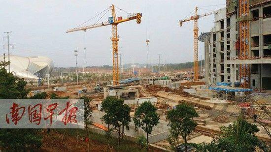广西体育馆三期工程正在施工中。