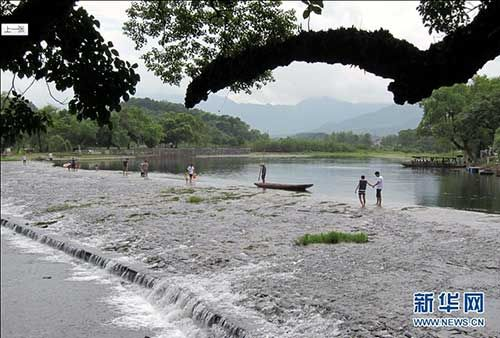 千年古灵渠,游客慕名来 来源:新华网
