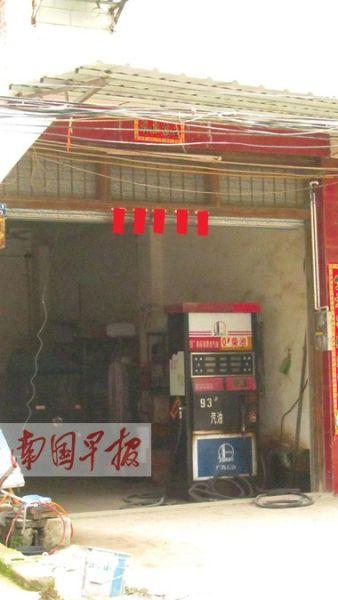 这座加油站建在室内。