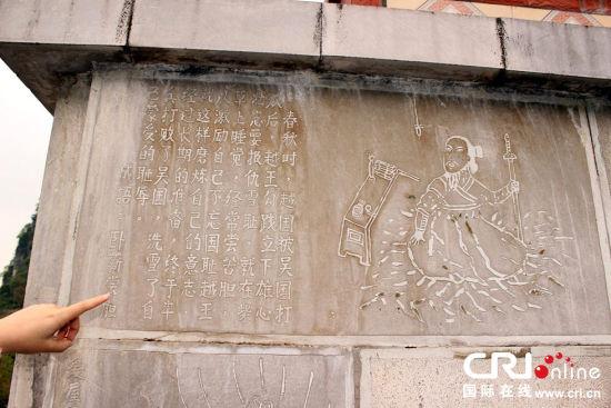 """被当地人称作""""土豪活人墓""""的墓地。图片来源:周舟/CFP"""