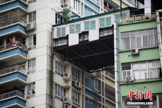 南宁现空中走廊别墅,路人忧其被风刮走。