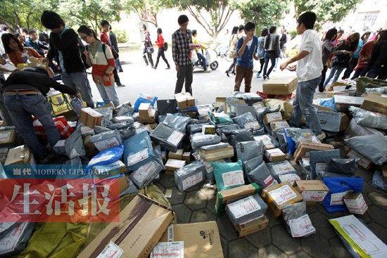 广西大学内的一个快递点。记者 徐天保 摄