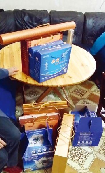 喻先生购买的11700多元的产品,其中蓝盒为赠品。