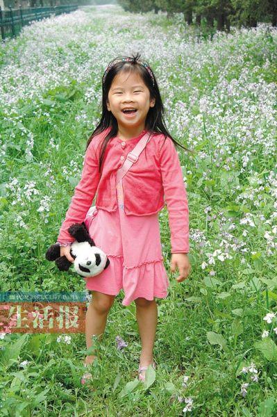 林霜在花丛中笑 图片均由受访者提供。