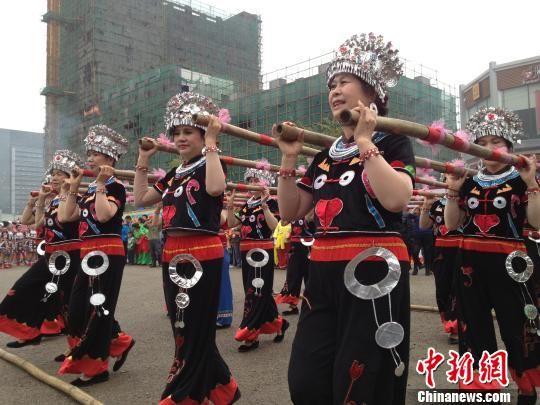 """4月2日,广西柳州首届 """"三月三""""民俗文化博览会拉开帷幕。曹伟军 摄"""