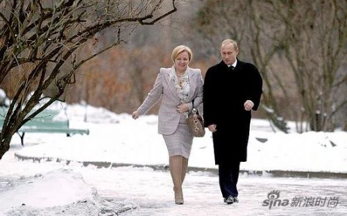 近年来柳德米拉很少陪同普京出席国事场合