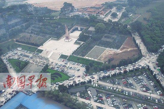 图为直升机在广西烈士陵园上空巡逻时拍下的地面场景。南宁警方供图