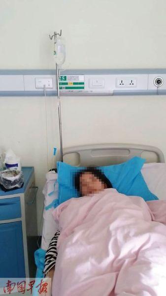 刘女士正躺在病床上输液。记者 赵敏 摄