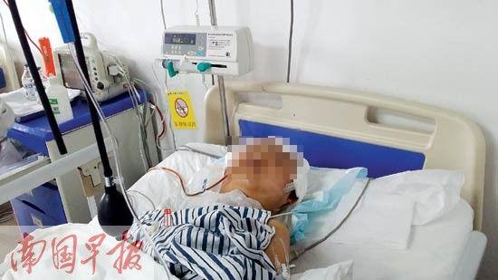 15岁的梁某仍在重症监护室接受治疗。