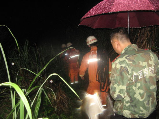 广西:测绘人员雨中被困深山17小时获救(图)