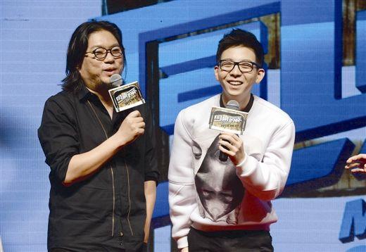 高晓松(左)与胡夏交流歌曲感悟