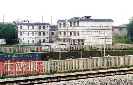 良庆区铁路沿线房屋改造后。
