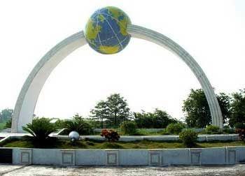 桂平——北回归线标志公园 图:广西新闻网-南宁 梧州高铁沿线美景推