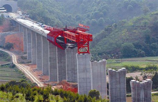 云桂高铁百色段的东蚕大桥已初具雏形。