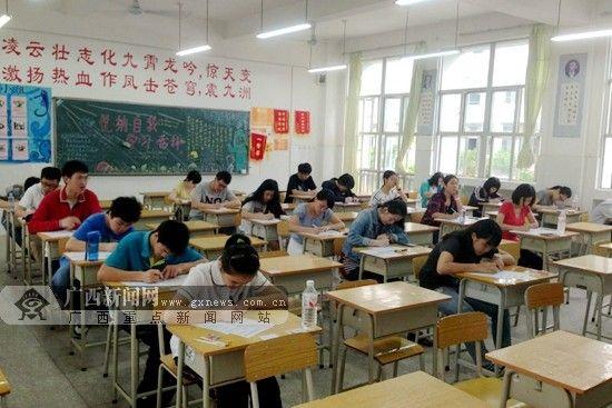 4月19日,广西首届小托福考试暨小托福达人选拔赛在南宁二中凤岭校区开考。记者 杨郑宝 摄