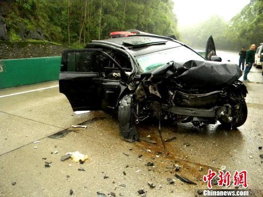 图为车祸事故现场。莫前华 摄