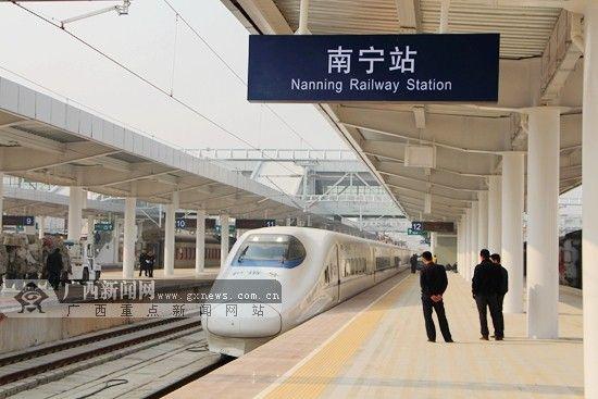 4月26日,南宁铁路局将再次调整广西区内列车运行图,加开3趟管内动车组列车。广西新闻网记者 杨郑宝 摄
