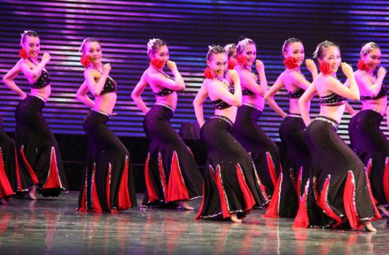 广西大学带来的舞蹈《女儿花》