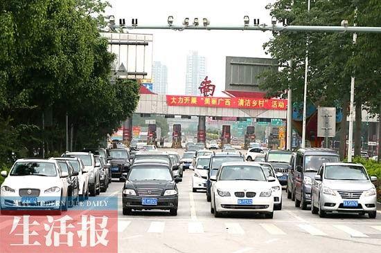 3日下午3时许,从民族大道东段高速公路闸口进入南宁市区的返程车辆明显增多。