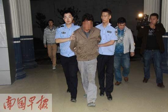 犯罪嫌疑人韦某刚被成功押送回柳江县公安局。