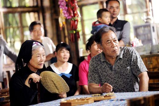 吕中(左)是大家非常熟悉的演员