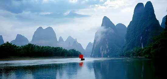 桂林漓江山水如画 资料图