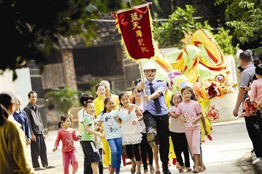 《农民篮球队》在崇左市大新县恩城乡新胜屯拍摄,剧中的演员大部分都是当地的村民