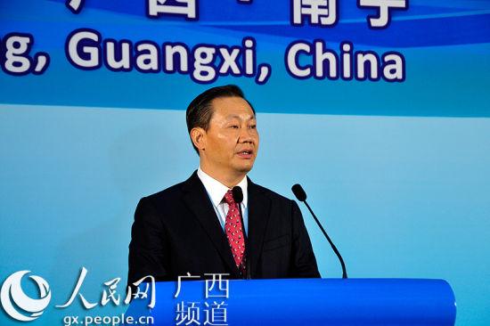 广西壮族自治区党委书记、人大常委会主任彭清华出席第八届泛北部湾经济合作论坛并演讲。