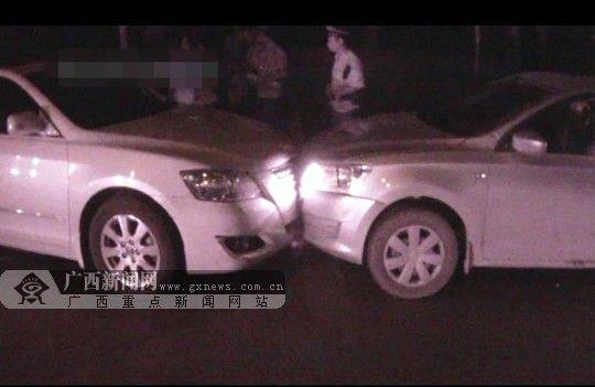 两辆车车头相撞。南宁市公安局巡警支队供图